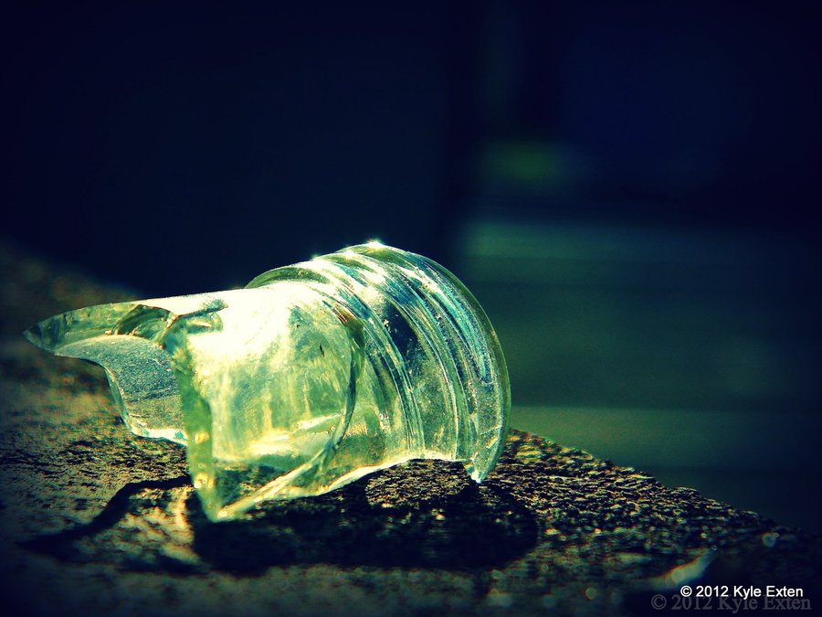 broken_bottle_neck_by_folcation-d53p9dq